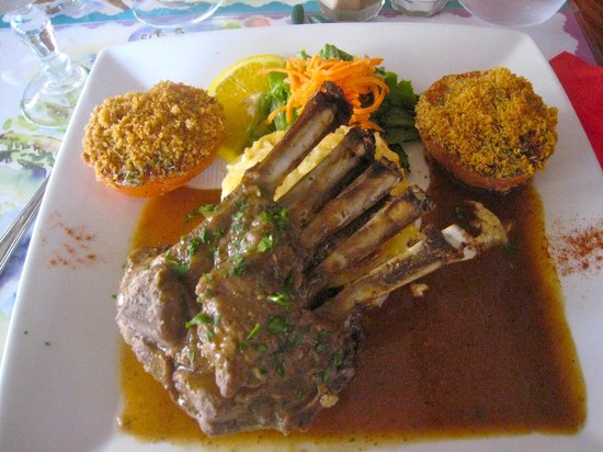 Restaurant La Marine :                   Carré d'agneau et tomates farcies.