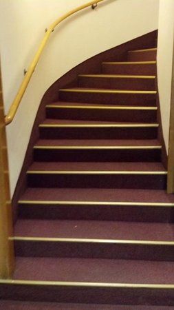 Arthotel ANA Westbahn:                   Staircase to haul luggage up