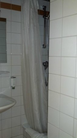 Westbahn Hotel:                   Shower
