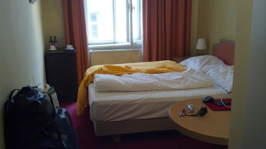 Westbahn Hotel:                   Room size