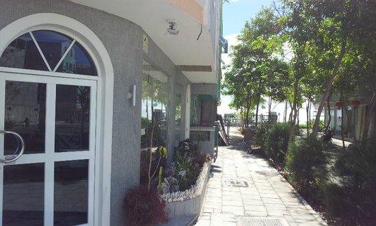 Le Vieux Nice Inn:                   outside                 