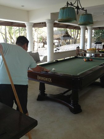 Mangenguey Island:                   pool table