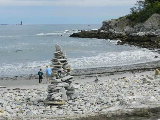 Fort Williams Park:                   Escultura de piedras en la playita
