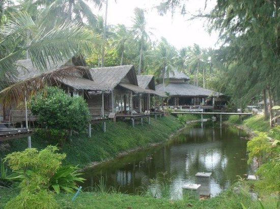 CoCo Cottage Koh Ngai:                   Canal Front SS Cottages