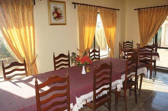 Ocean View Tour Inn: Big table