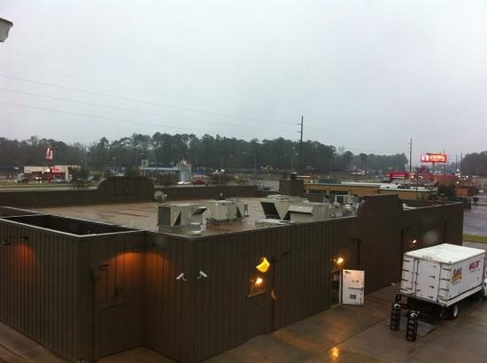 Country Inn & Suites By Carlson, Dothan:                   3 dumpsters below me