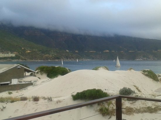 Hout Bay Backpackers:                   sailis in the bay