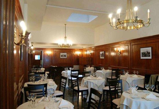 Hotel San Antonio Buenos Aires:                                     Esta es una fotografía del comedor, pequeño pero acogedor.