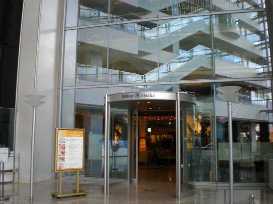 Hilton Osaka:                   ロビーに繋がる入口