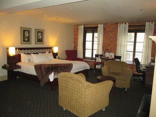Hotel Nelligan:                   petit suite