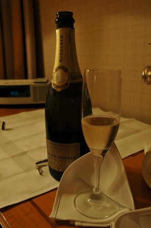 Hotel ICON:                   Champ