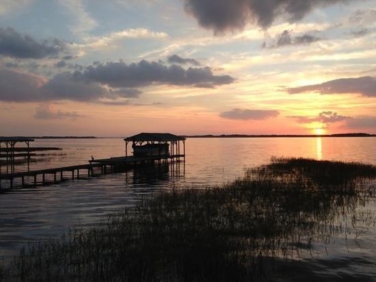 Lakeside Inn and Cafe :                                                       sunset at Lakeside Inn