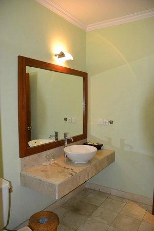 Hotel Puri Bambu:                   SDB