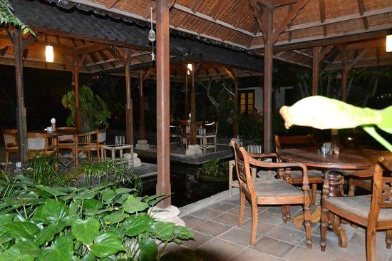 โรงแรมปูริ แบมบู:                   Restaurant exterieur