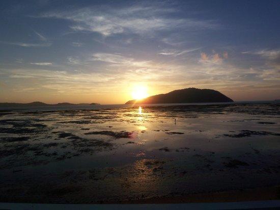 Serenity Resort & Residences Phuket:                   le lever du jour sur le rooftop