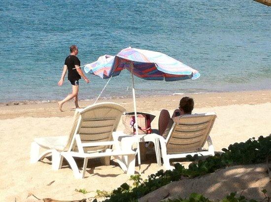 Lanta Nice Beach Resort:                   de sørgelige rester af en af de sidste parasoller
