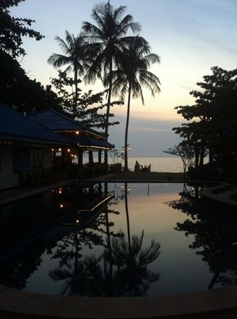 Sea Sand Sun Resort:                   Blick vom Pool zum Meer