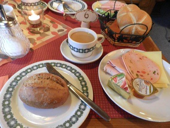 Gästehaus Achental:                   Breakfast