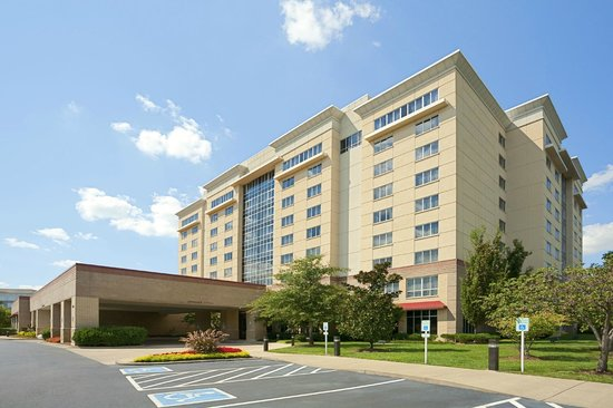 Embassy Suites by Hilton Nashville South/Cool Springs: Hotel Front Entrance