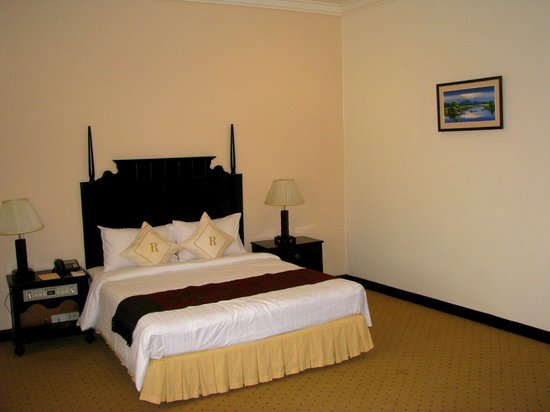 Ree Hotel:                   Room and bed
