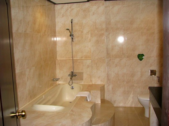 Ree Hotel:                   Bathroom