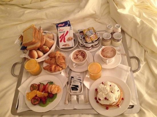 UNA Maison Milano:                   colazione