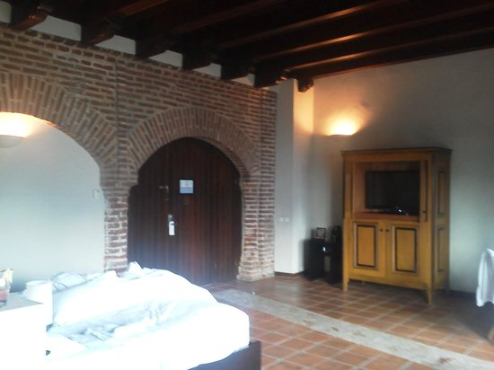 Hostal Nicolas de Ovando Santo Domingo - MGallery Collection:                   Large room, with jetted tub and separate shower.