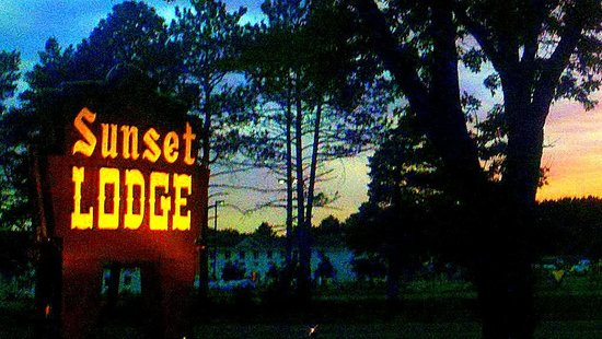 Old style motel review of sunset lodge escanaba for Sunset lodge