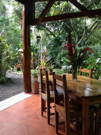 Coral Hill Bungalows:                                     Breakfast Area