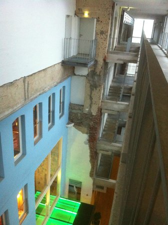 Factory Hotel:                   Flur/Übergang zum Bereich SLEEP