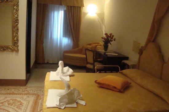 Suite Yellow Hotel Portici ****, Hotel Arezzo Centro storico,vicino stazione,Tel. 0575299901,