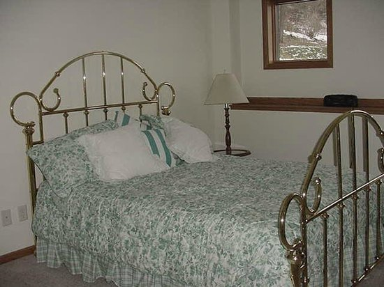 The River Nest B&B: Garden suite bedroom
