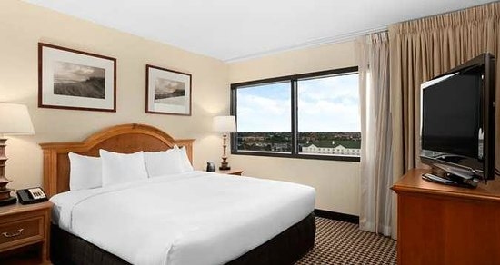 Hilton Chicago Oak Brook Suites:                   King Bed suite