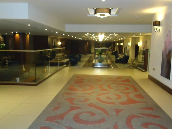 Holiday Inn London - Kensington High Street:                   Hall