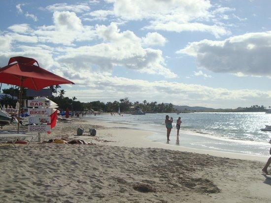 Halcyon Cove by Rex Resorts :                   view down beach