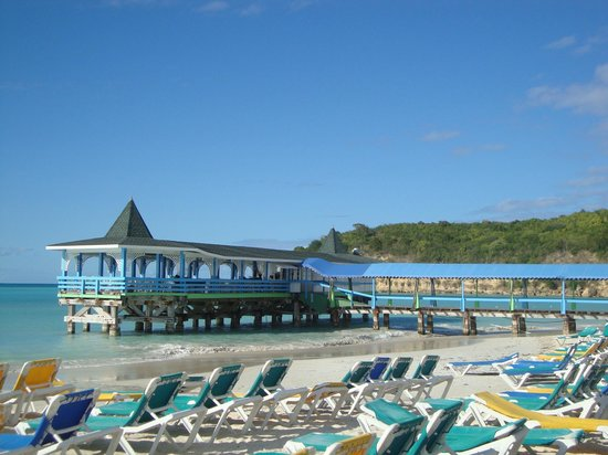 Halcyon Cove by Rex Resorts :                   beach and pre booked restaurant