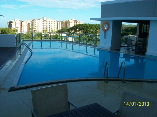 Hennessy Park Hotel :                   Pool