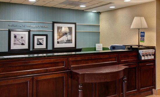 Hampton Inn Newport News-Yorktown: Front Desk