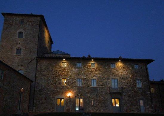 Borgo Scopeto Relais: Vue bâtiment le soir