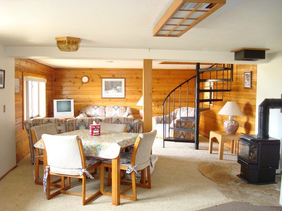 Above the Rest Lodge : Inside