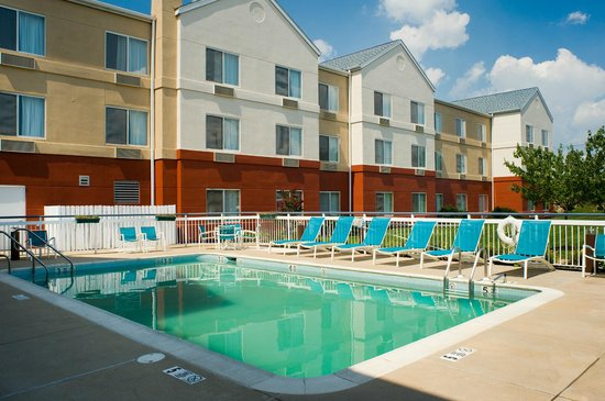 Fairfield Inn & Suites Lancaster: Relax by our beautiful outdoor Pool