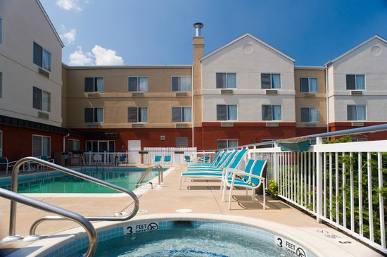 Fairfield Inn & Suites Lancaster : Many Pool View Rooms