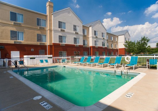 Fairfield Inn & Suites Lancaster: Jump in