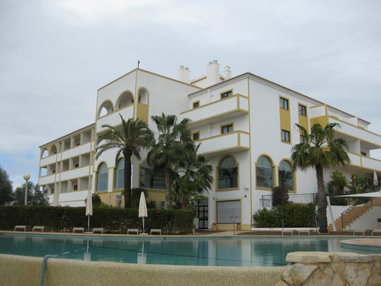 Vale d'El Rei Resort:                   view of main hotel and pool