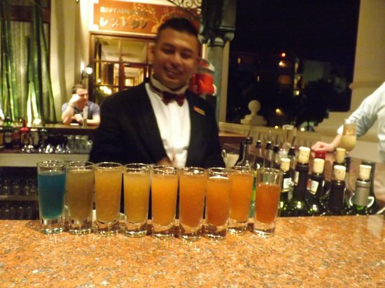 Hotel Riu Palace Las Americas:                   Ernesto...The best bartender!!