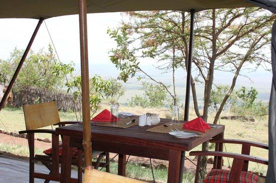Kilima Camp:                   la tente restaurant