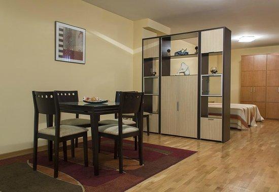 Apartamentos Cean Bermudez : Salón Apartamento estudio 4pax