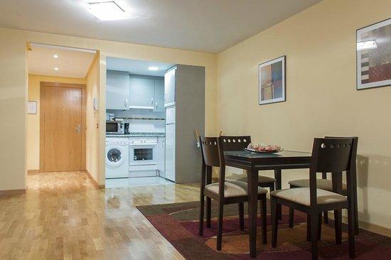 Apartamentos Cean Bermudez : Salón-Cocina 2/4 pax