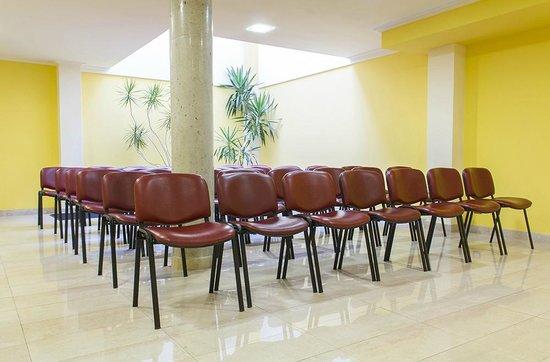 Apartamentos Cean Bermudez : Salón de reuniones