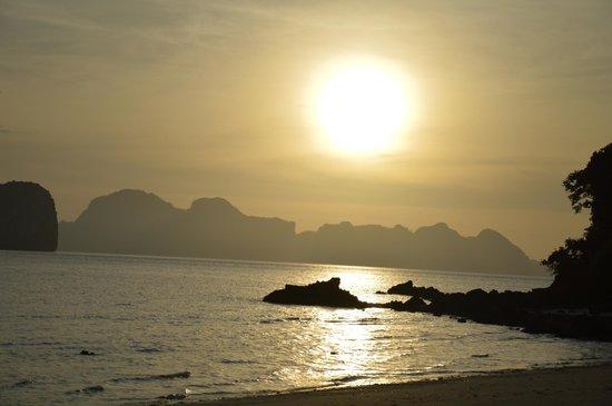 Koh Ngai Thanya Beach Resort:                   Solnedgang